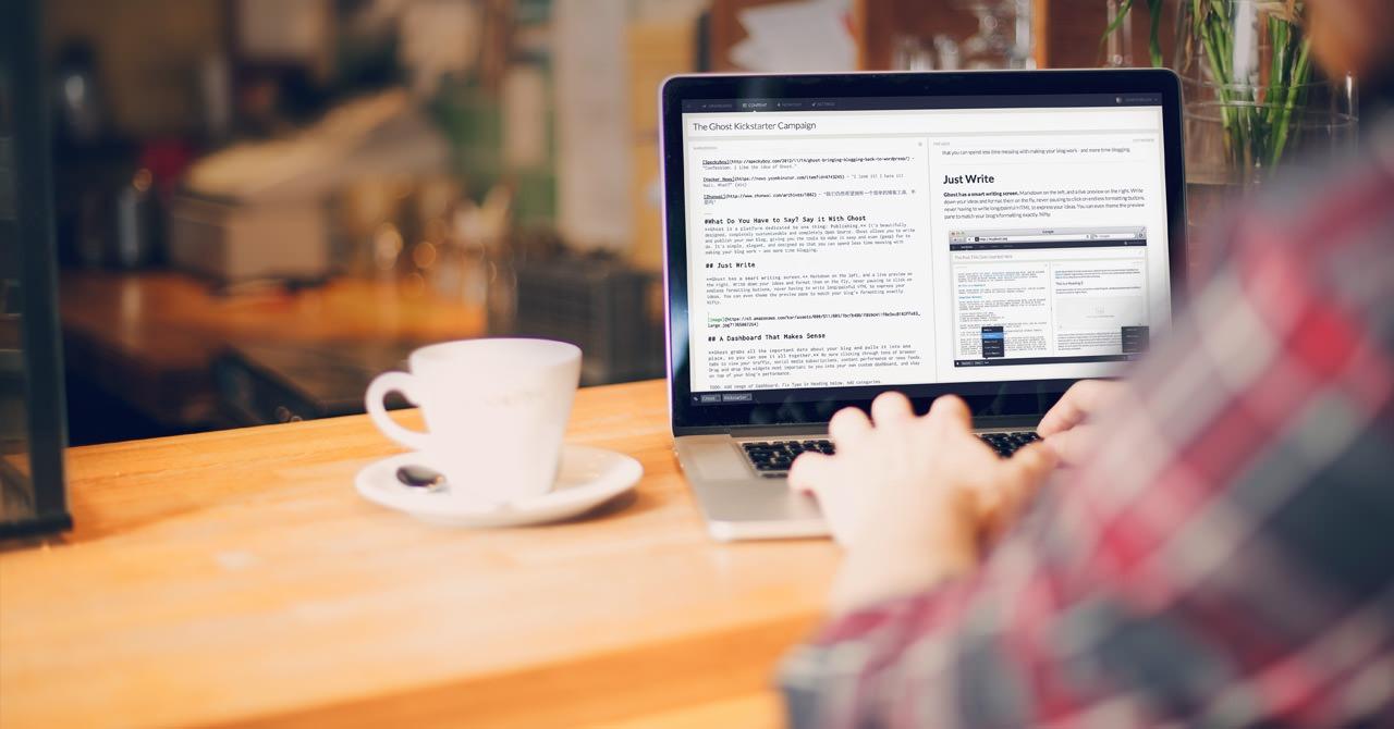 blogging in coffee shop